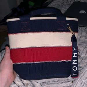 tommy hilfinger crossbody or small purse